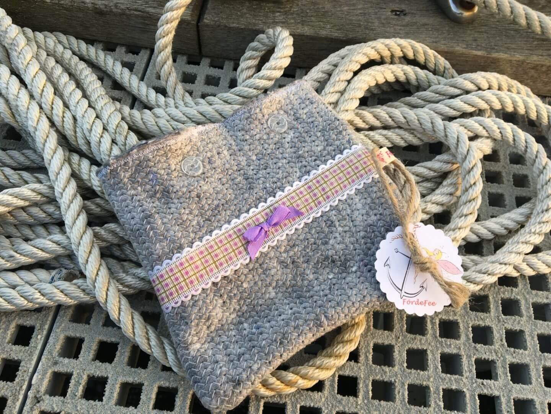 Täschchen aus Umzugsdecke mit lila karierter Bordüre