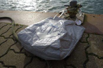Upcycling - Tasche IKEA Deluxe aus Abdeckplane mit Anker in der Sonne