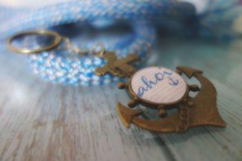 Schlüsselanhänger Ahoi blau schräg