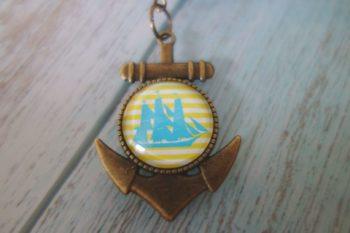 Schlüsselanhänger Anker blau gelb nah